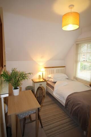 Lovely Single Room RG4