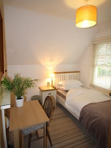 Lovely Single Room RG4