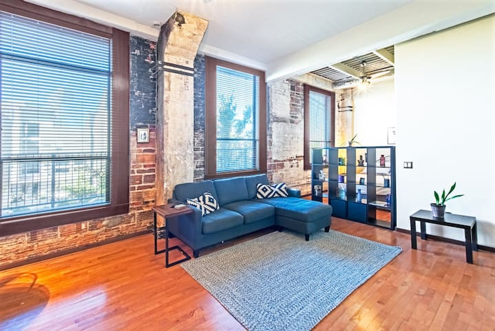 Cozy Downtown Loft - Walk to GRB!