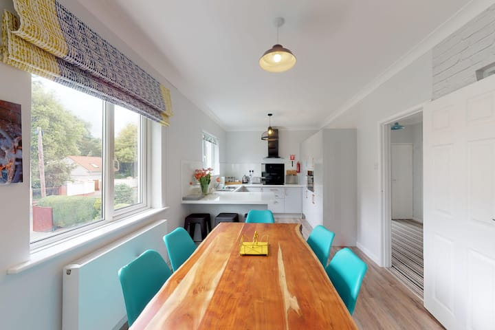 Stylish 3 Bed Close to Sandbanks Beach PKG Balcony