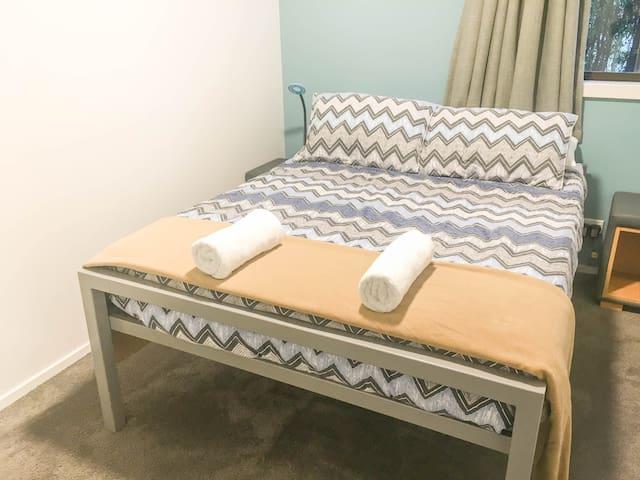 Double (Shared Bathroom) -YHA Queenstown Lakefront