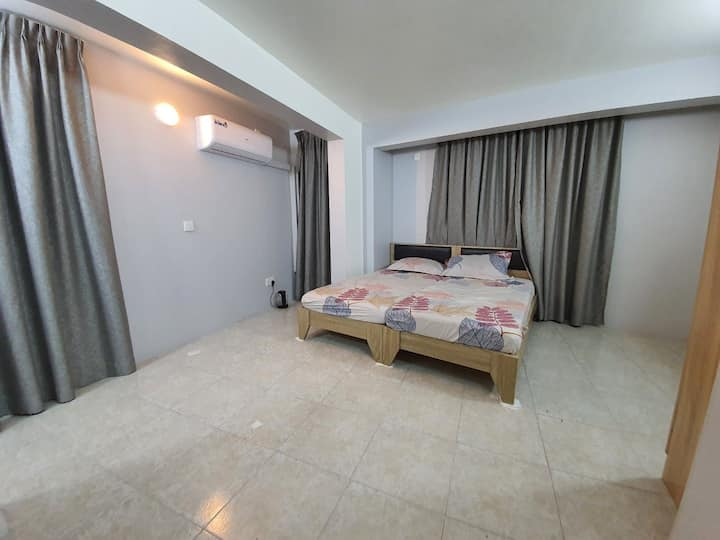 Comfortable private room near main shopping area