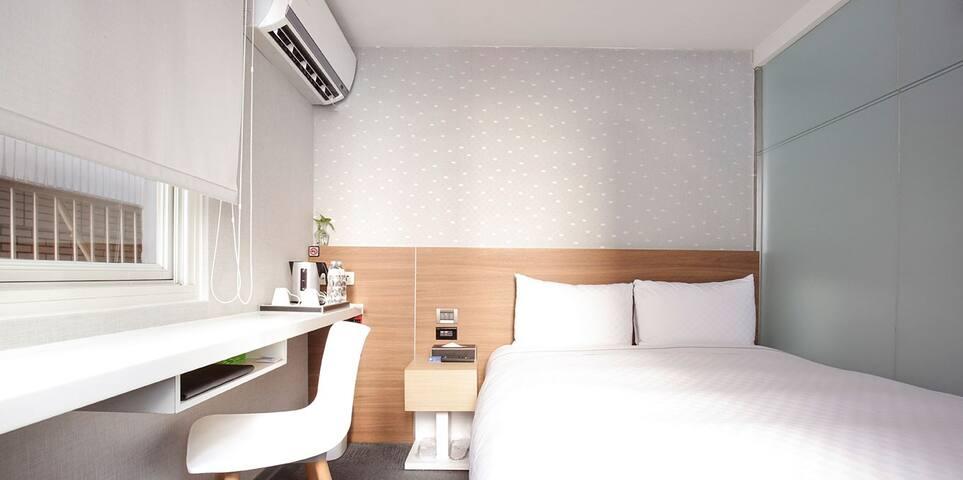 UNIT5 WEEKDAYS BUSINESS HOTEL-QUEEN BED