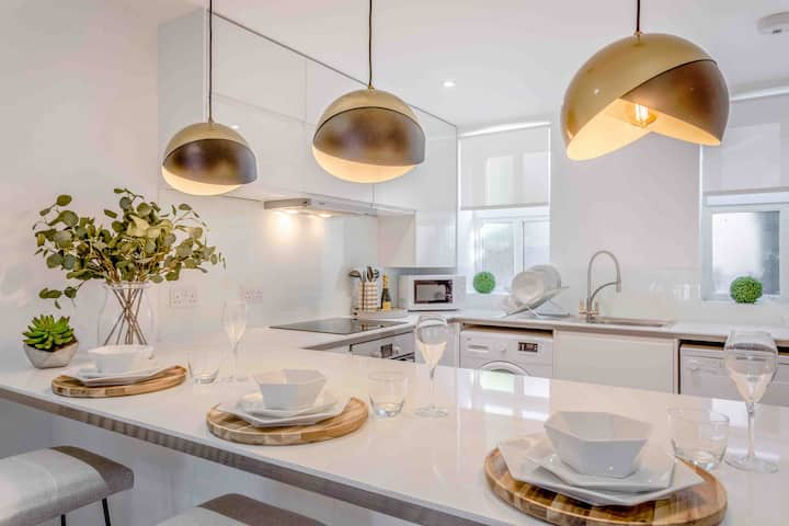 Luxury Staycation 2 bed/2 bath St Albans-parking