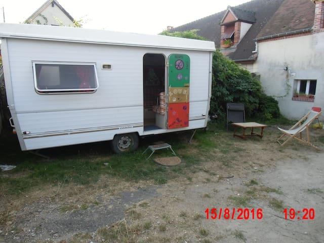 Caravane ambiance baba cool - Saint-Gondon - รถบ้าน/รถ RV