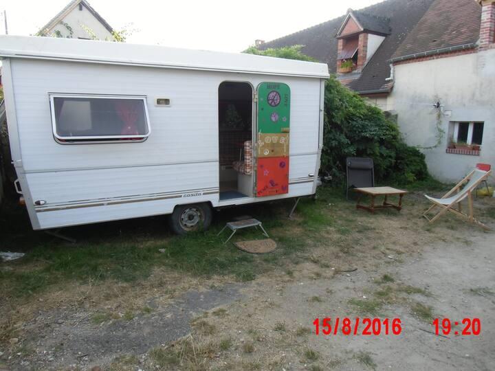 Caravane aménagée à Saint Gondon.