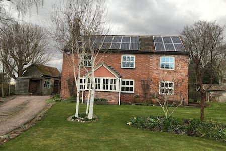 Pretty cottage in a village location - double room