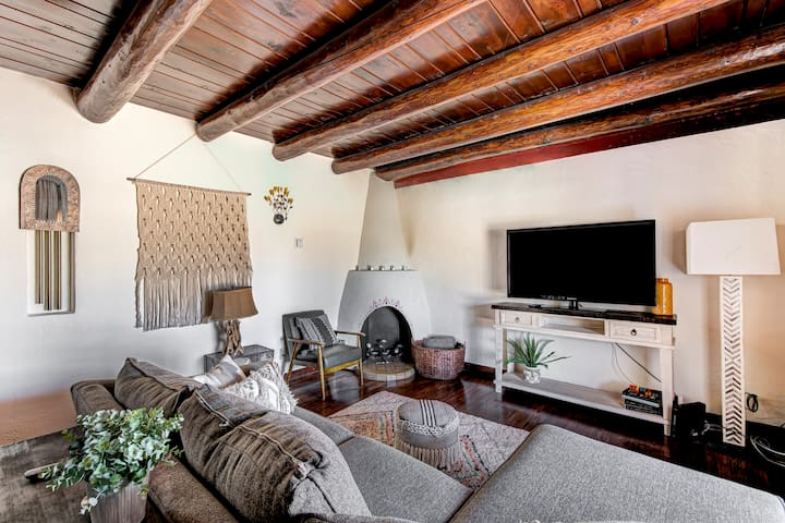 Maravillosa! Stunning Nob Hill Home w/parking!