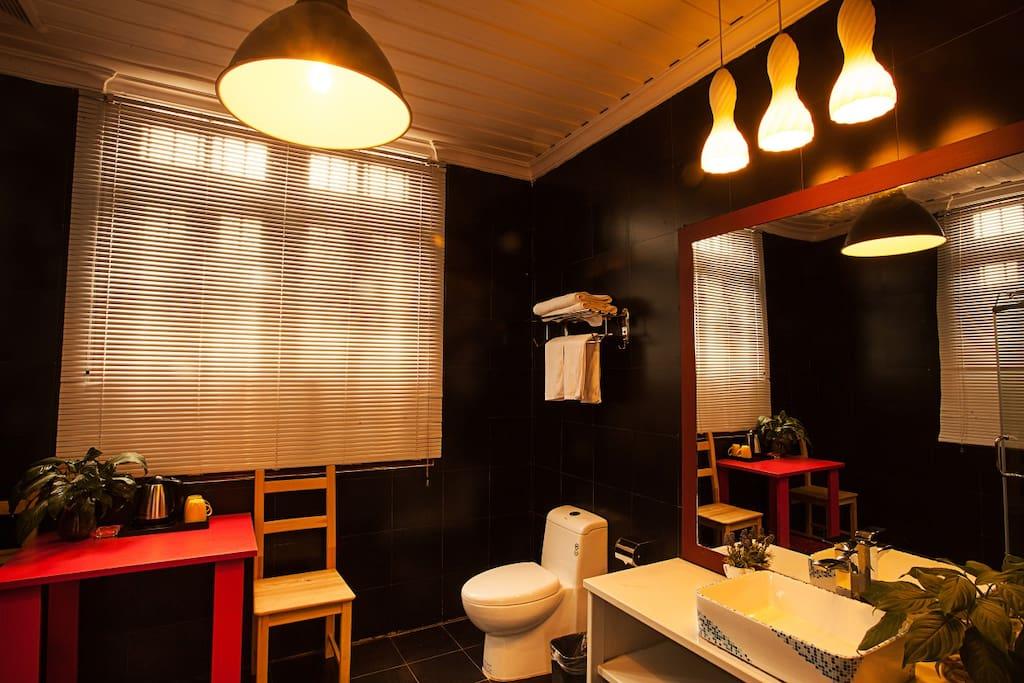 2201 Ophelia Restroom