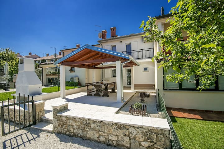 Holiday house in residential area, Ana Marija