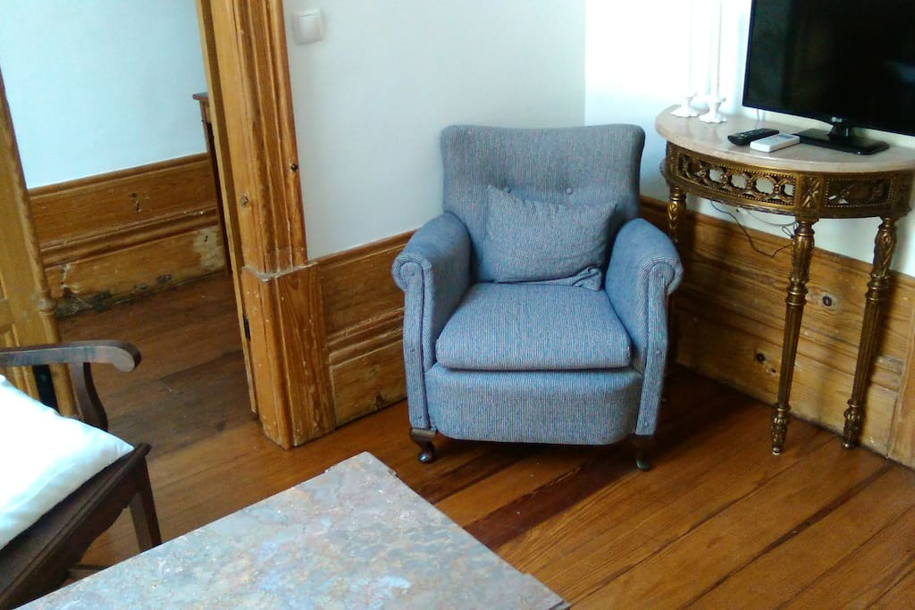 Top Quality vintage furniture... TV available