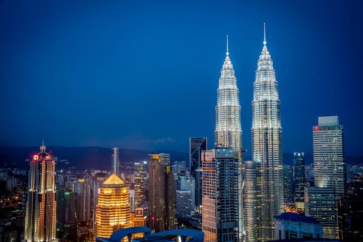 /// KLCC双塔和吉隆坡城的壮丽景色///