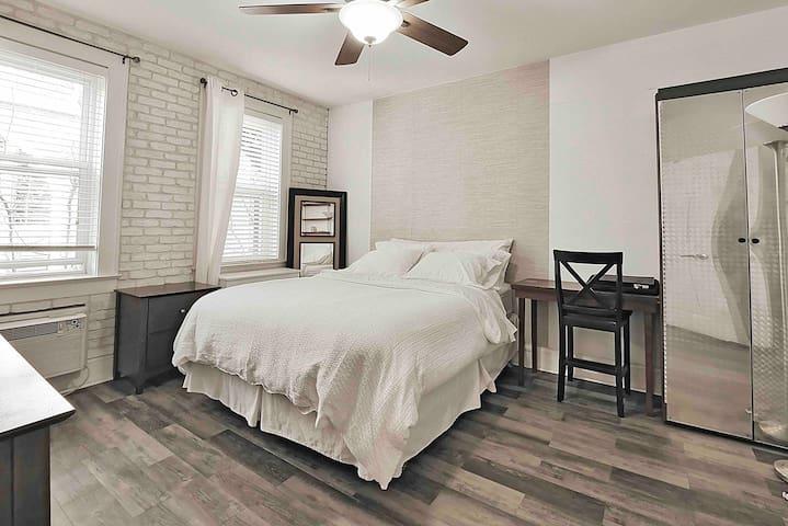 Queen size bed, Master Bedroom