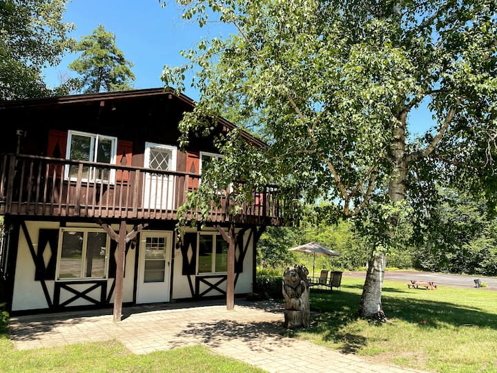4 Season Lake George Cottage - Big Yard - Fire Pit