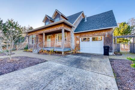 Dog-friendly house near the beach w/ fire pit, gas fireplace & ping pong!