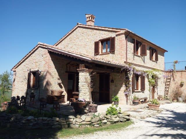 Casale San Martino in stile rustico - Sant'Angelo in Pontano - Huis
