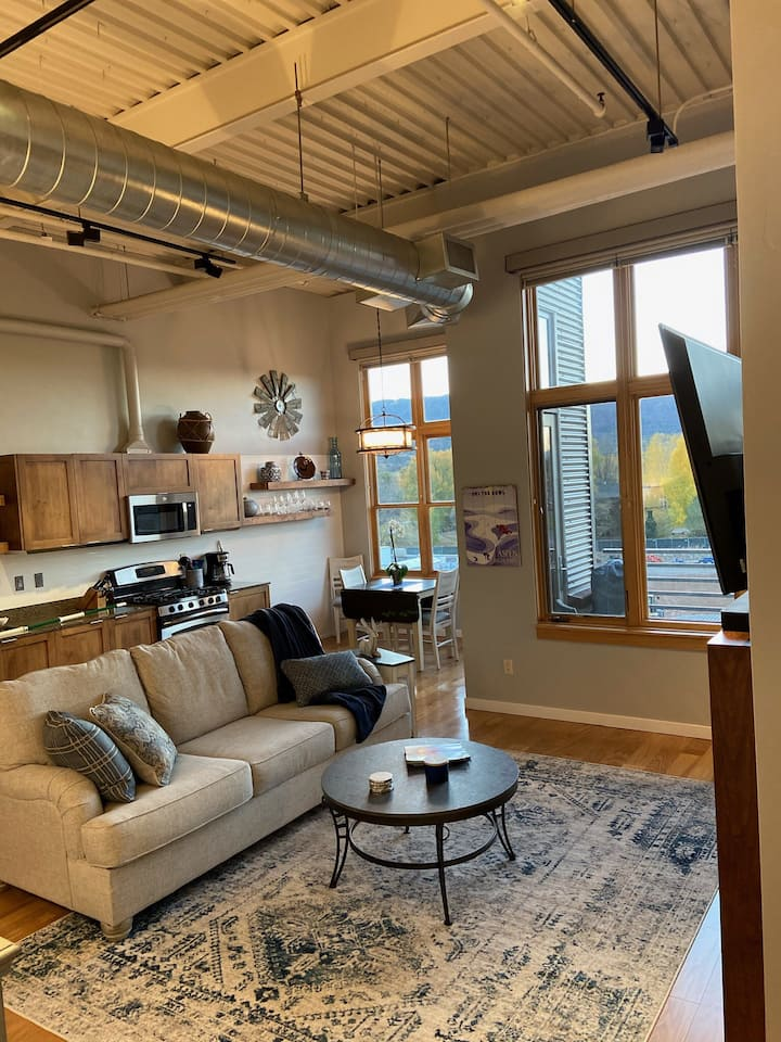 Beautiful Basalt loft with Sopris Mtn view