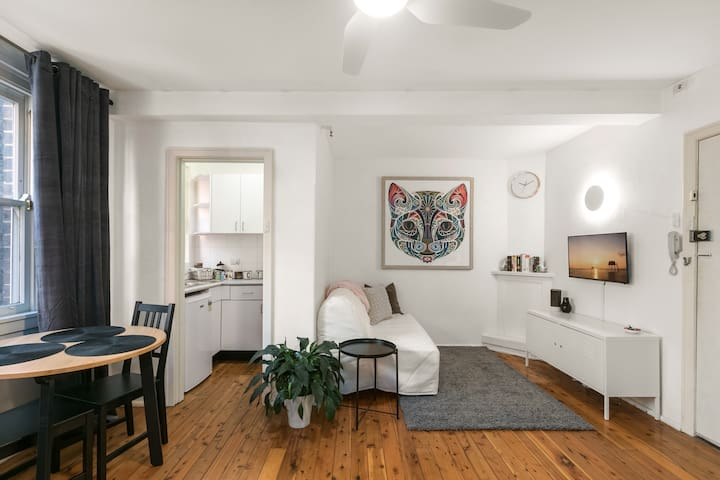 Art Deco Apartment in Beautiful Elizabeth Bay