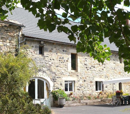 Le Plomb du Cantal:Studio spacieux avec terrasse