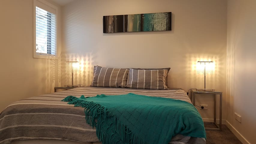 Bedroom with king split bed (king size bed or 2 singles)