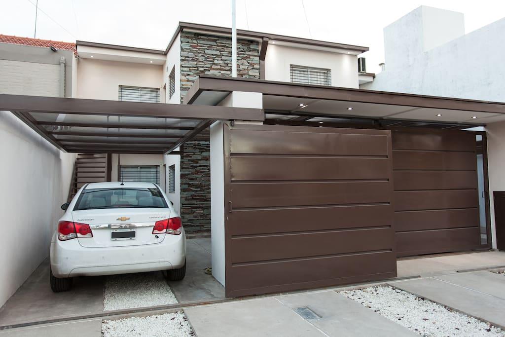 Libertad i duplex patio garage appartamenti in for Duplex con garage