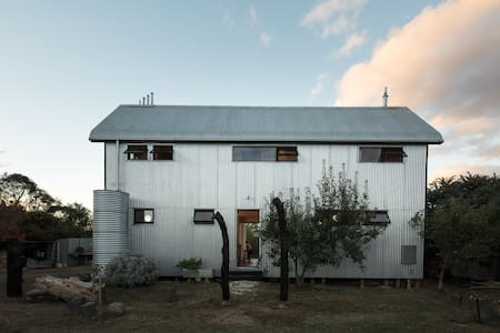 The Recyclable House Beaufort -Eco country getaway