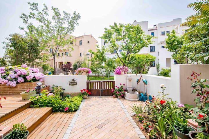 莉莲&芭芭拉的阿那亚海边洋房    带两个院子一层大三居    六大三小