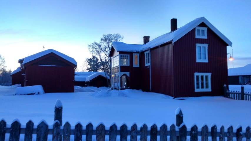 Cosy old farmhouse in Røros' old town - Røros - House