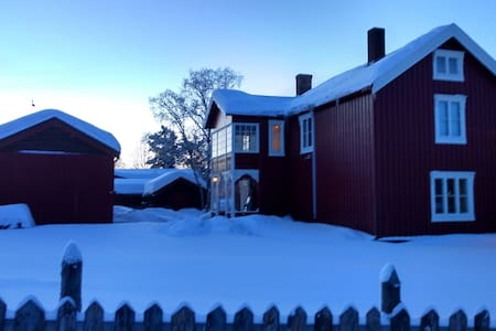 Cosy old farmhouse in Røros' old town - Røros - Huis