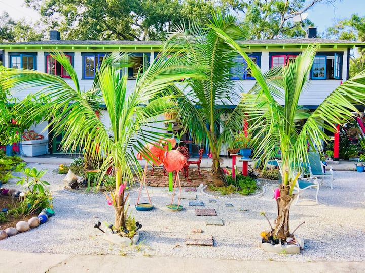 The Peacock-Downtown Sarasota's Tropical Getaway!