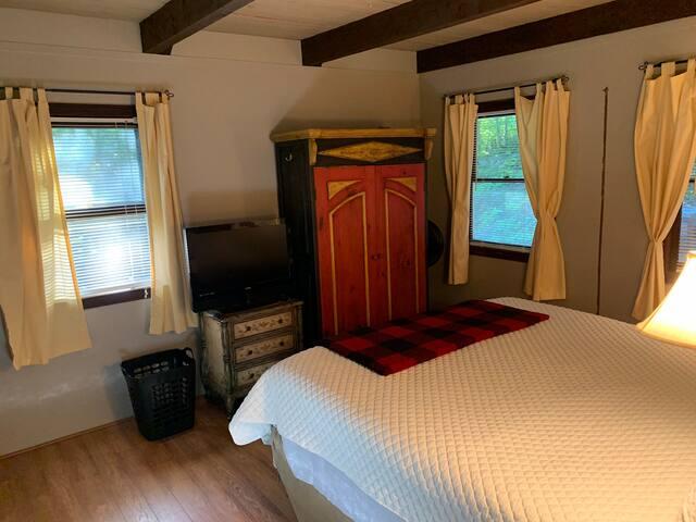 Upstairs King Guest bedroom