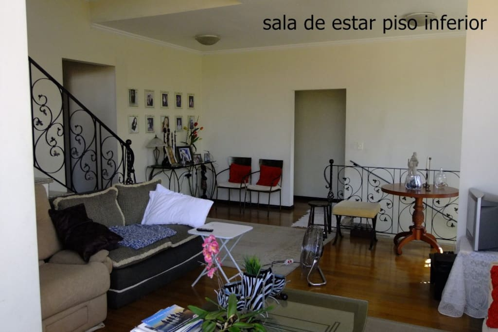 sala de estar, tv a cabo | living room with cable TV