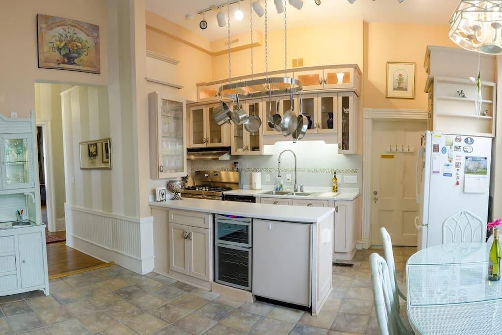 Frigidaire Gallery 5-burner gas stove, full-sized refrigerator