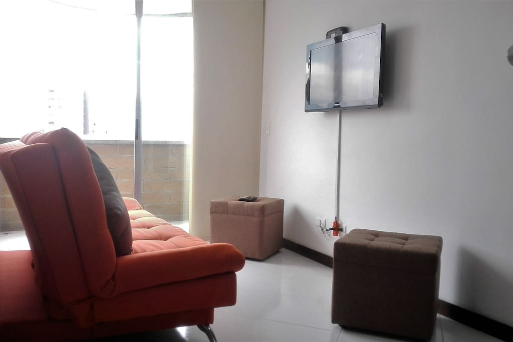 Living room, cable TV and HD Sound Sala de estar ,TV cable HD y Sonido Full premium TV channels