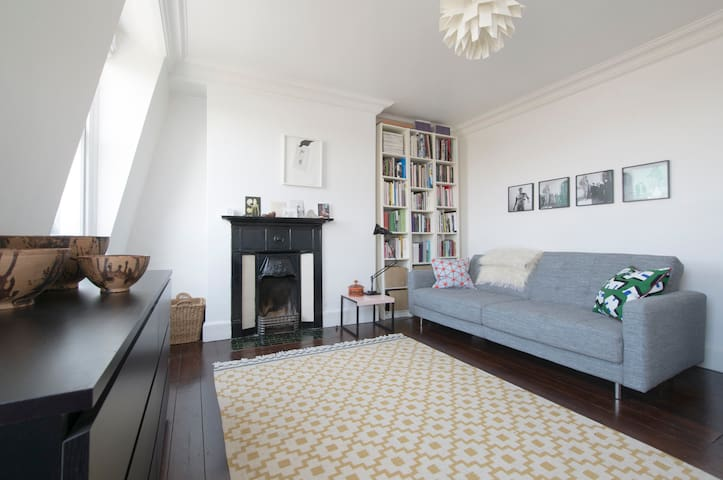 Charming Art Deco Hackney Flat - Londen - Appartement