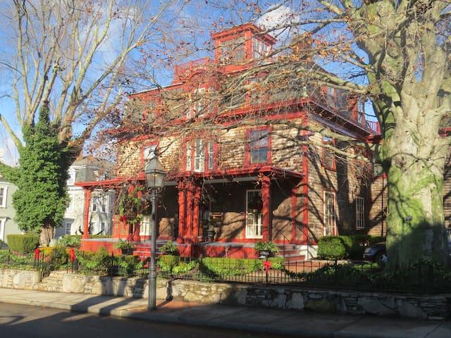 Mary Armington Quest House - Suite B