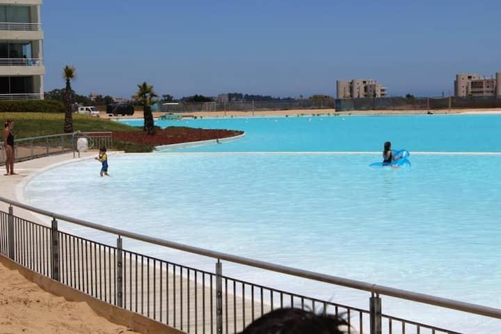 Departamento con lagunas navegables, piscinas
