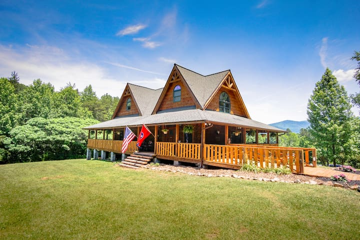 Sunrise Meadow Log Cabin in the Smoky Mountains