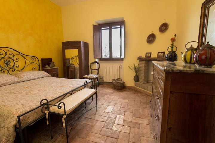 "Suite ""Olive"" in farmhouse ""Colle dei Gelsi"""