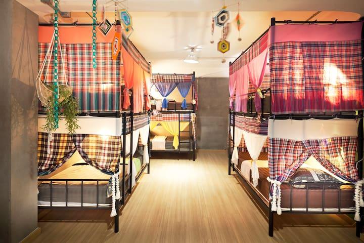Loft 6 beds, young have fun•bathtub• MRT Breakfast