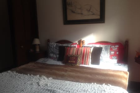 Spacious double room in central Horsham - Horsham - 独立屋