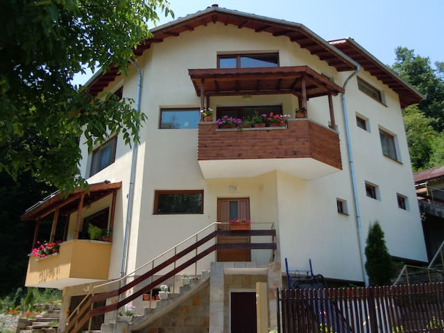 Welcome to guest house SUNNY Tryavna