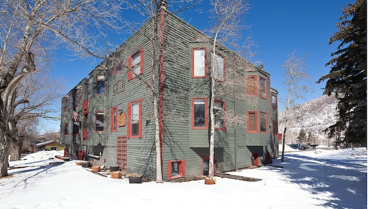 Delightful condo in close proximity to Park City Mountain w/ a shared hot tub!