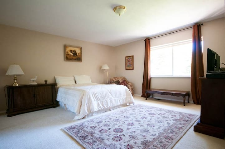 Queen room with ensuite - Parksville - Byt
