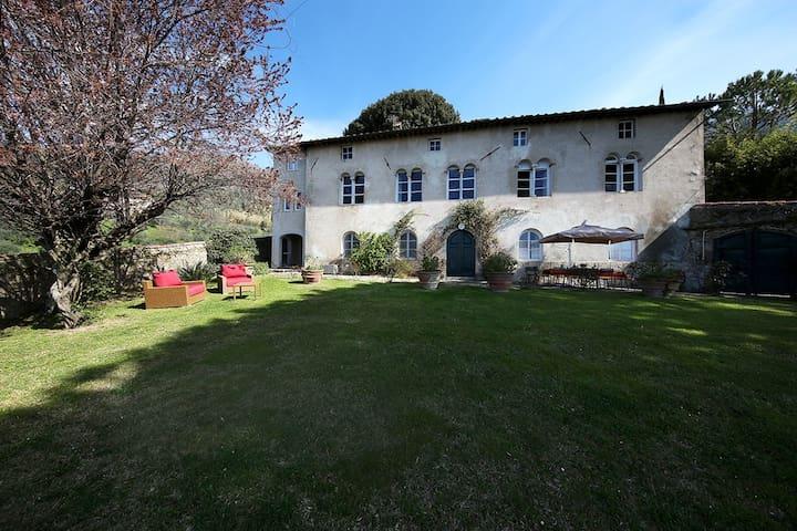 Villa de Thomasis, Lucca - Matraia - Villa