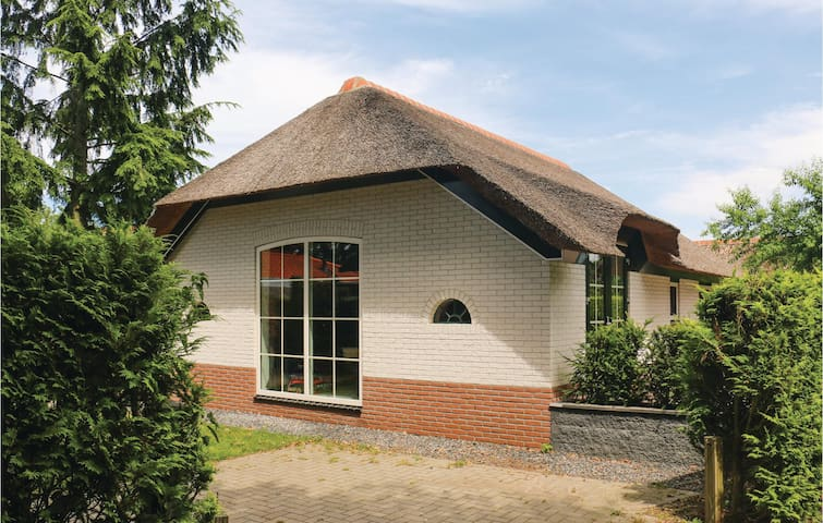 Holiday cottage with 3 bedrooms on 75m² in Ermelo