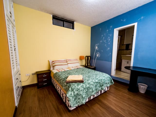 Beautiful Flatshare: Queen Bed/Private Bathroom