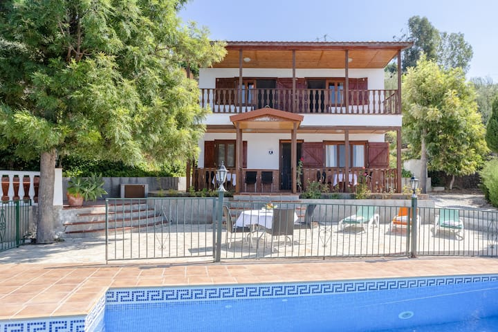 "Charming Holiday Home ""Casa las Olivas"" with Balcony, Pool & WiFi; Parking Available"