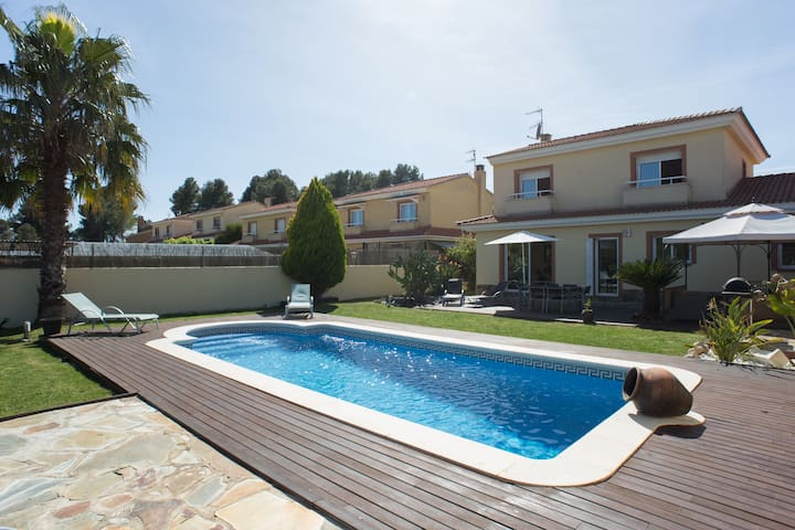 3 bedroom villa with pool & jacuzzi - olerdola