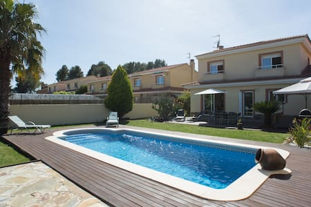 3 bedroom villa with pool & jacuzzi - olerdola - Casa de camp